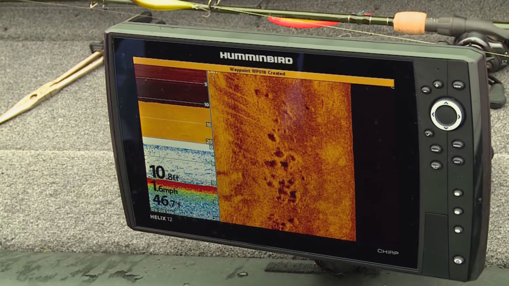 How does a CHIRP fishfinder work